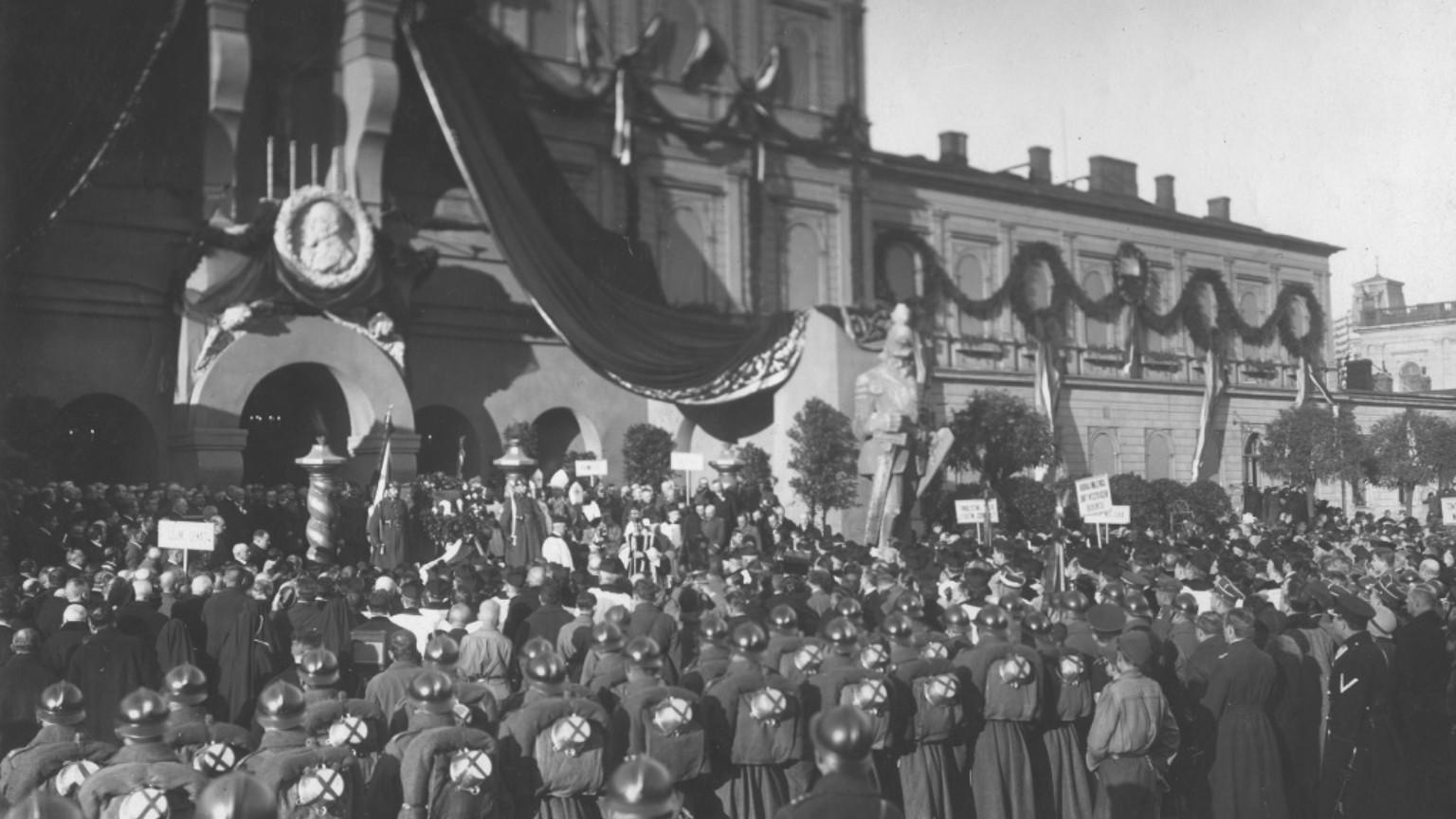 Zdjęcie dla kartki: Sprowadzenie zwłok Henryka Sienkiewicza do kraju