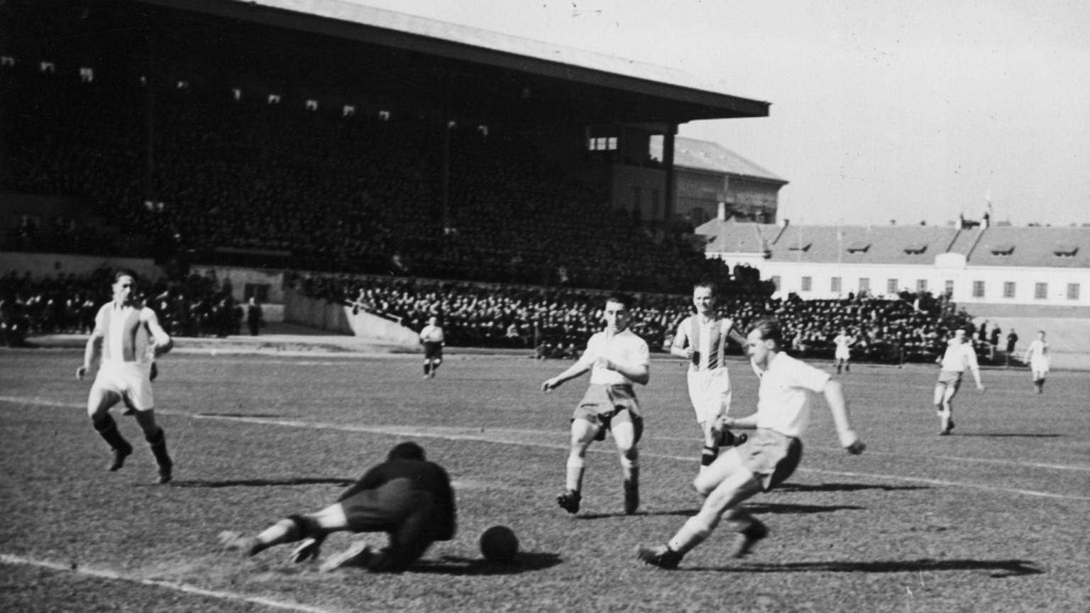 Zdjęcie dla kartki: Oficjalne otwarcie Stadionu Wojska Polskiego przy ul. Łazienkowskiej