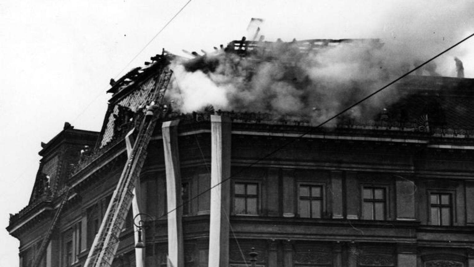Zdjęcie dla kartki: Pożar Pałacu Kronenberga