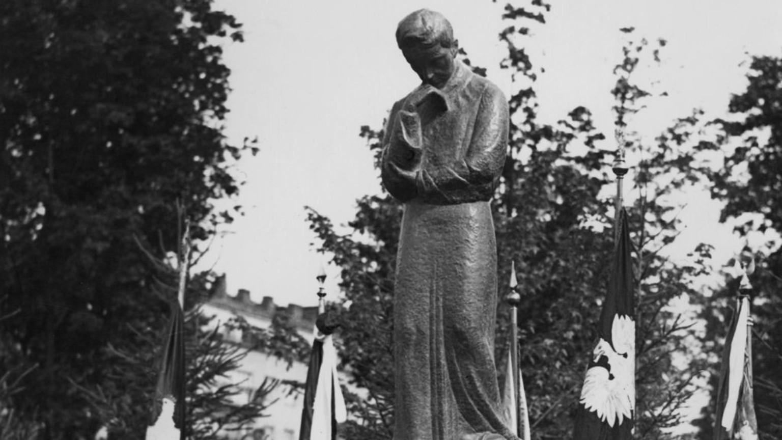 Zdjęcie dla kartki: Odsłonięcie pomnika Marii Skłodowskiej-Curie