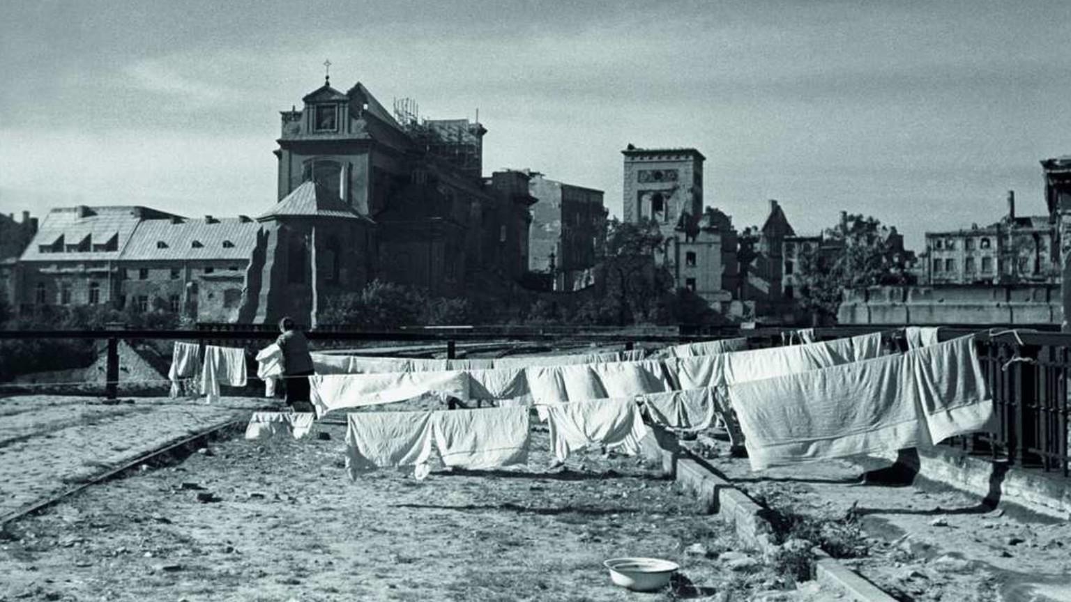 Zdjęcie dla kartki: Życie w powojennej Warszawie