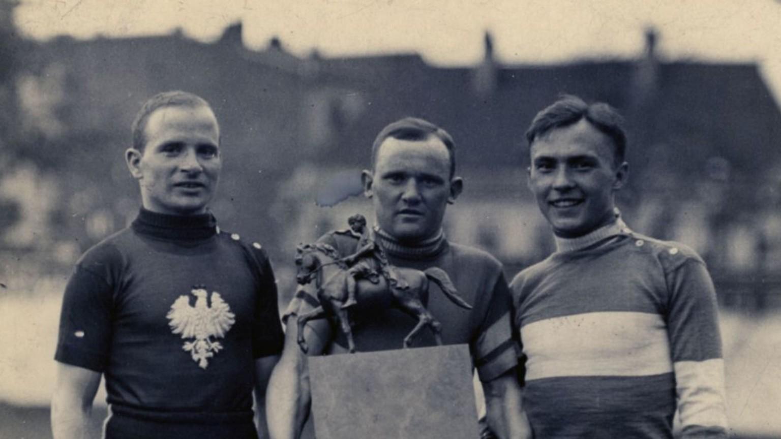 Zdjęcie dla kartki: Rozpoczęcie pierwszego kolarskiego Biegu Dookoła Polski