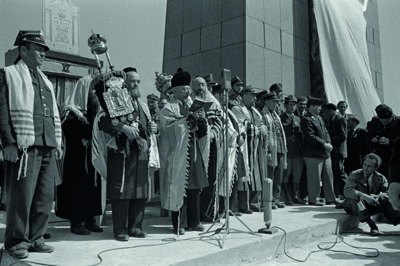 Zdjęcie dla kartki: Osłonięcie pomnika Bohaterów Getta