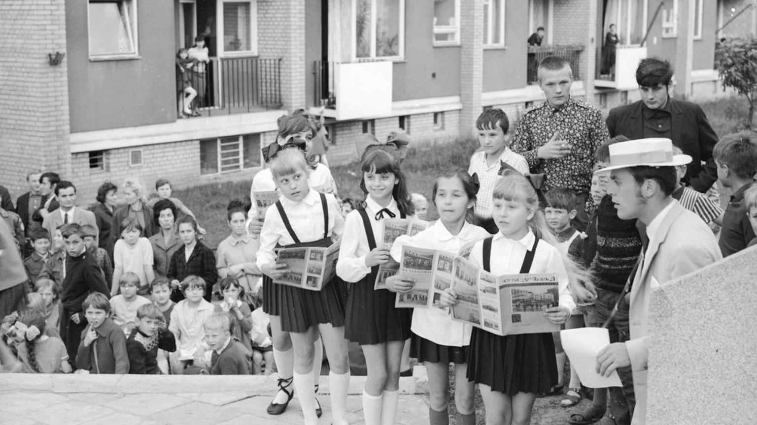 Zdjęcie dla kartki: Dzień Dziecka w PRLu