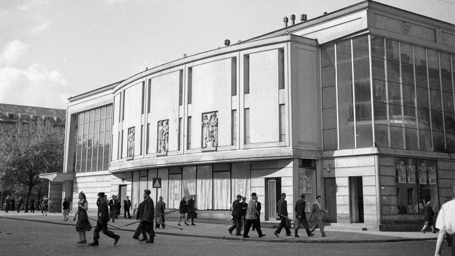 Zdjęcie dla kartki: Otwarcie kina Praha