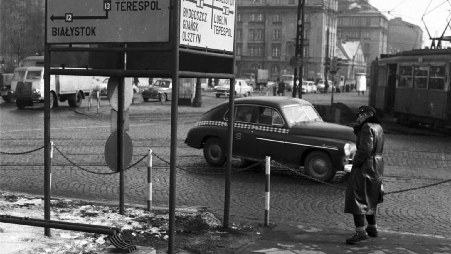 Zdjęcie dla kartki: Pierwsze powojenne taksówki warszawskie