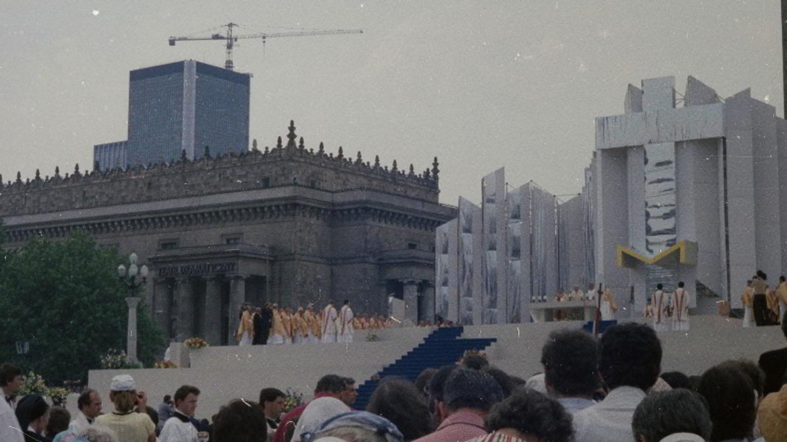 Zdjęcie dla kartki: Papież odprawia mszę przed darem Stalina
