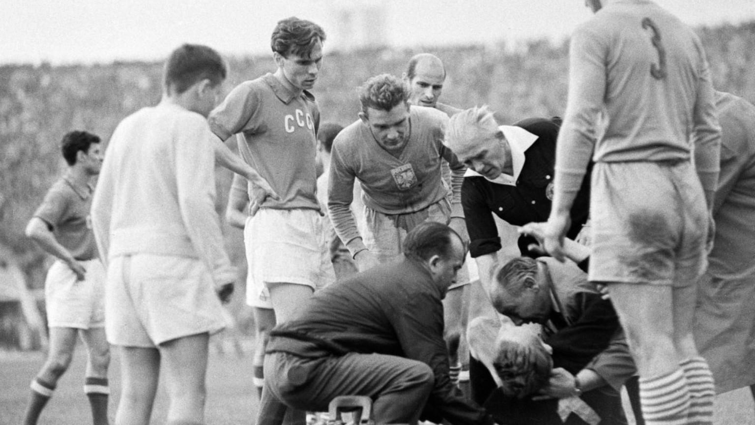 Zdjęcie dla kartki: Związek Radziecki przegrywa mecz w Warszawie