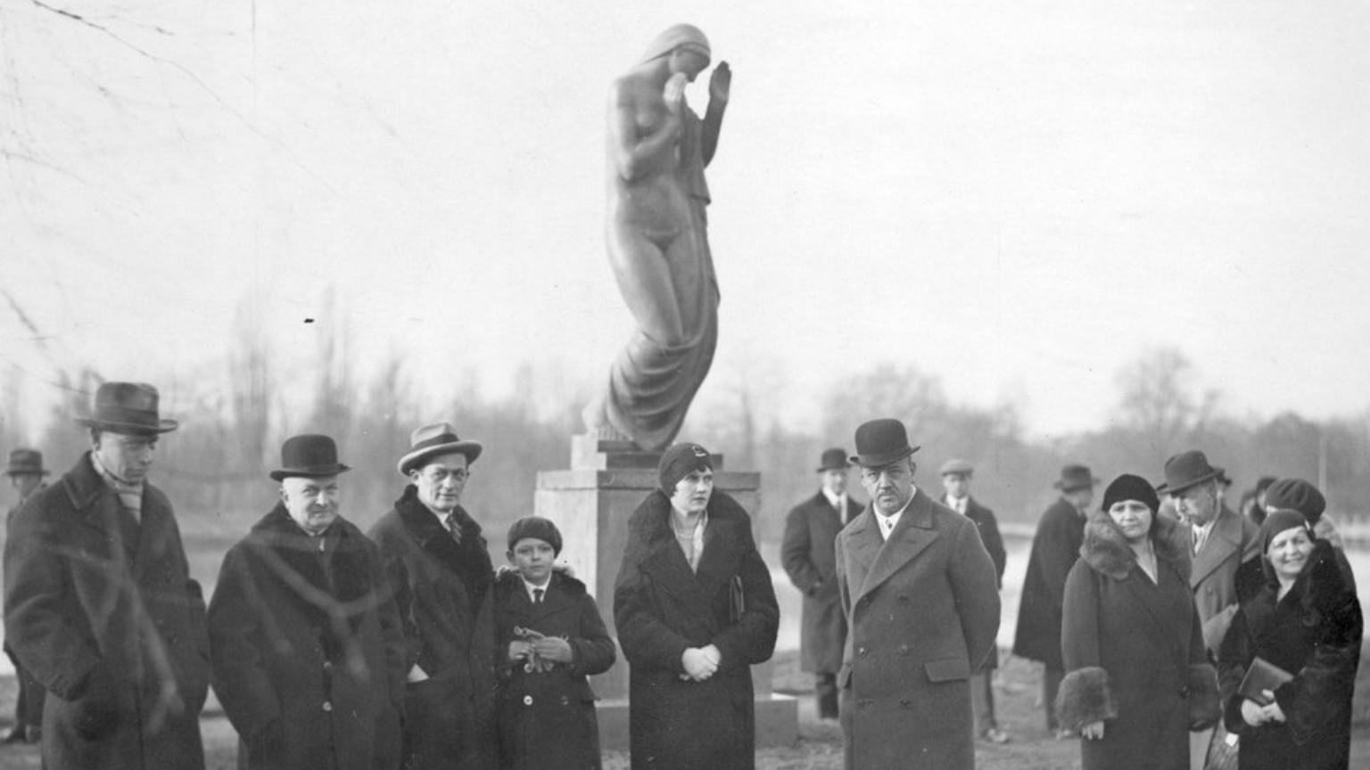 """Zdjęcie dla kartki: Odsłonięcie rzeźby """"Rytm"""" w Parku Paderewskiego"""