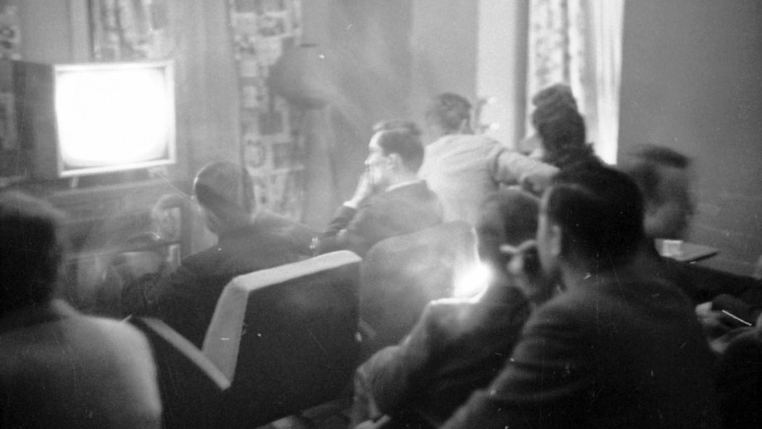 Zdjęcie dla kartki: Pierwszy program telewizyjny