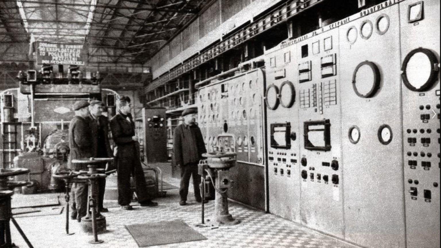 Zdjęcie dla kartki: Uruchomienie pierwszej turbiny w elektrociepłowni Żerań