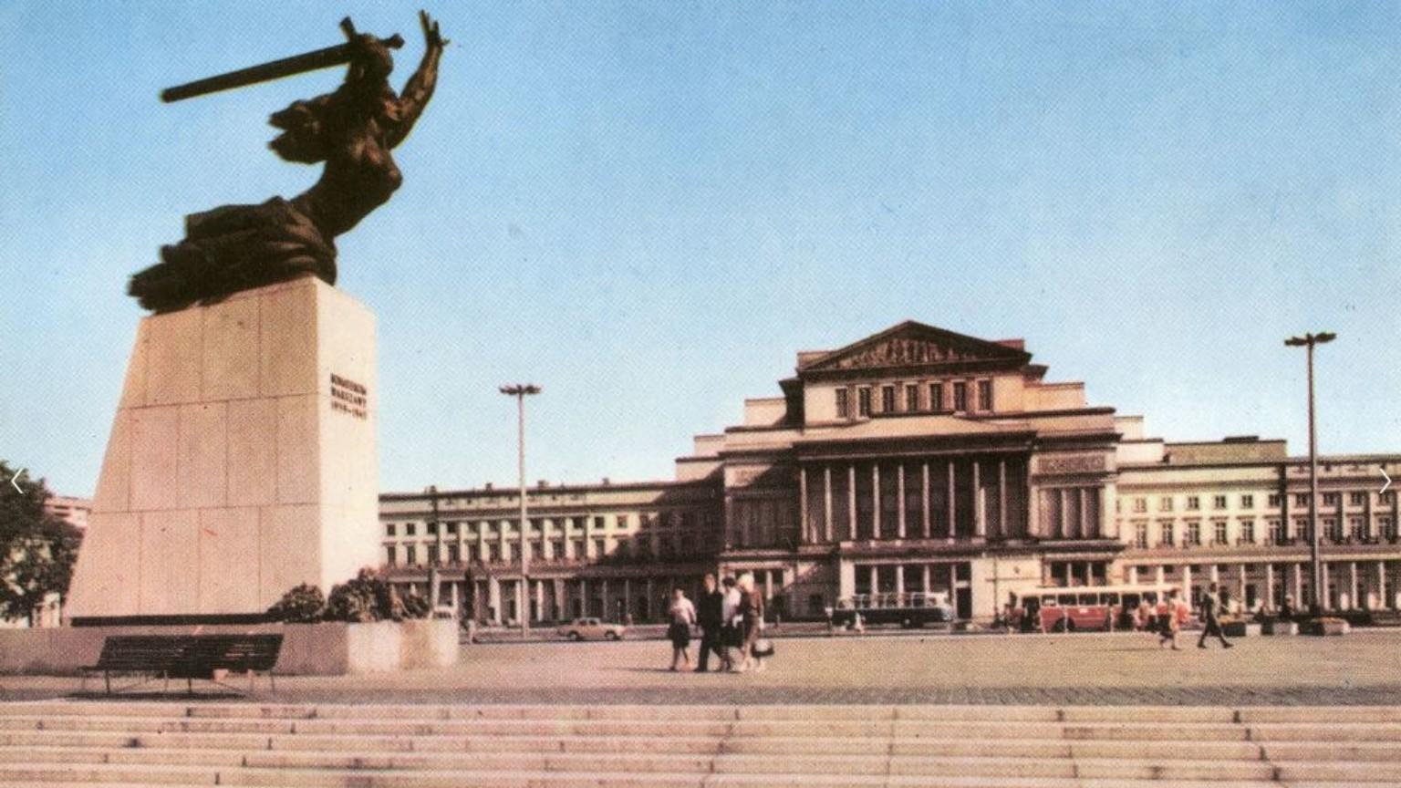 Zdjęcie dla kartki: Odsłonięcie pomnika Warszawskiej Nike