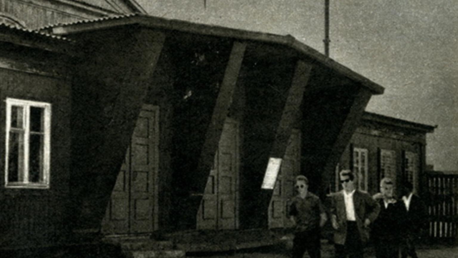 Zdjęcie dla kartki: Stodoła w środku Warszawy