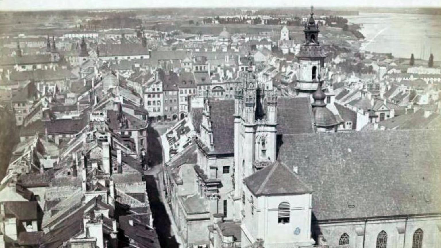 Zdjęcie dla kartki: Konrad Brandel wykonuje fotograficzną panoramę Warszawy