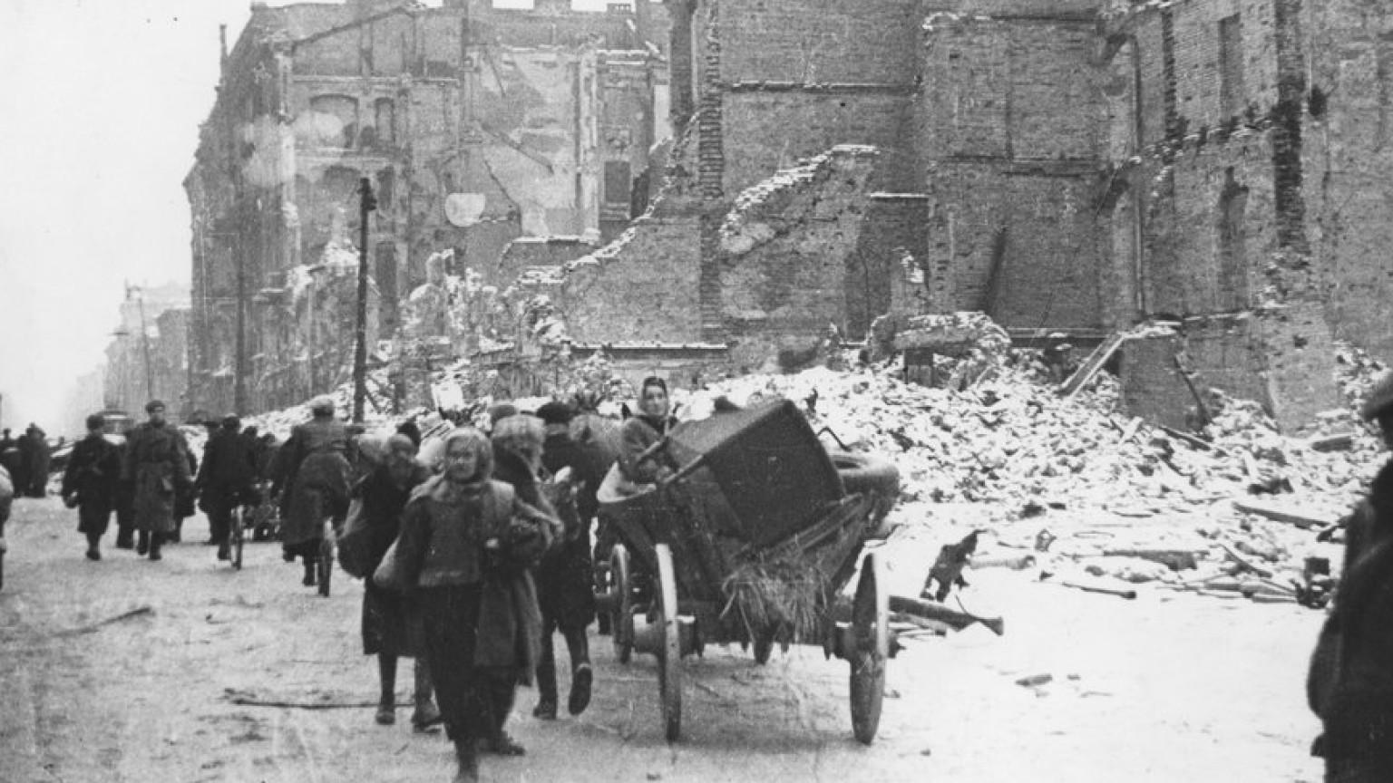 Zdjęcie dla kartki: Powroty 1945: Ulica Marszałkowska
