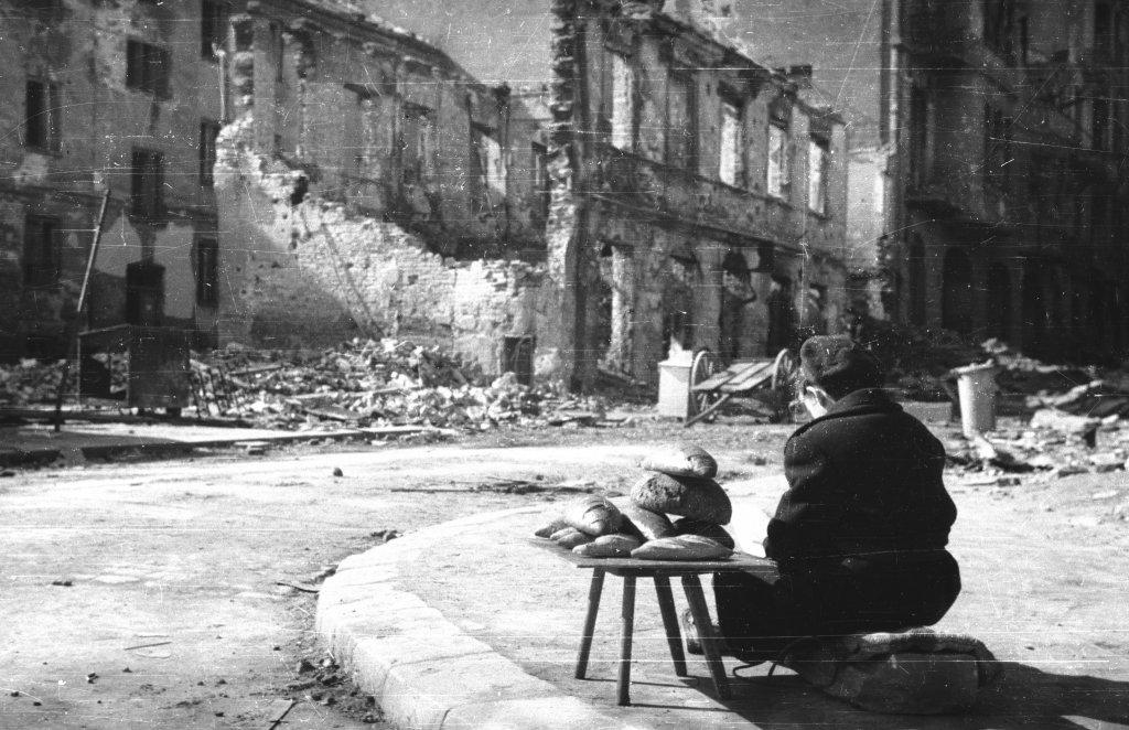 Zdjęcie dla kartki: Powroty 1945: pierwsze piekarnie